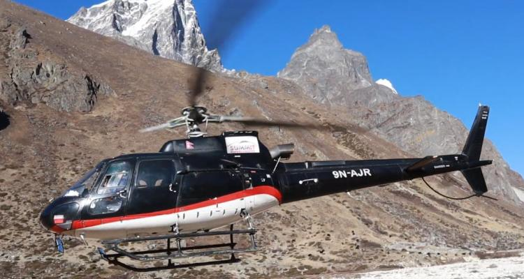Helicopter in Everest 148