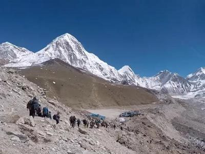 Trekking Group near Everest Base camp 28